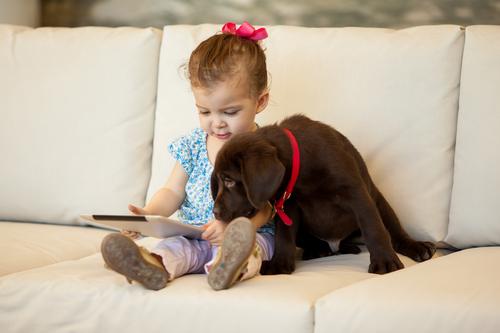 I bambini che crescono con i cani sono più responsabili