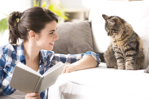 gatto-con-donna
