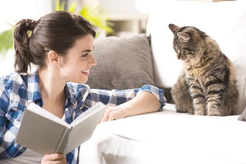 ragazza e gatto