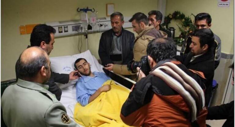 Iran, soldato perde una gamba per salvare un cane