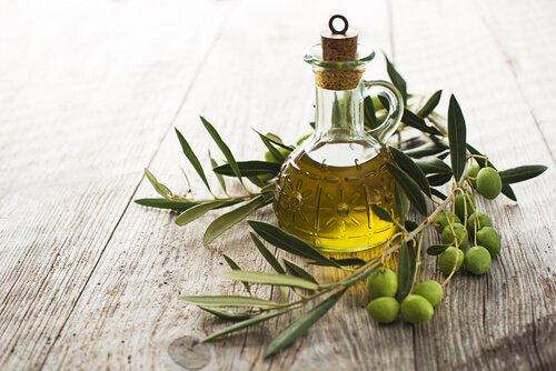 un flacone di olio d'oliva