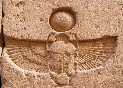 Rappresentazione su muro di uno scarabeo