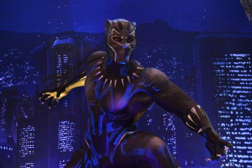 Pantera Nera della Marvel in azione di notte
