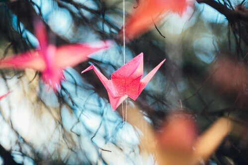 origami della gru appesi