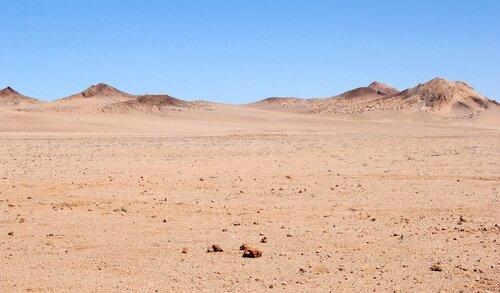 Deserto con dune e sabbia dura