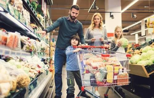 Famiglia che fa la spesa