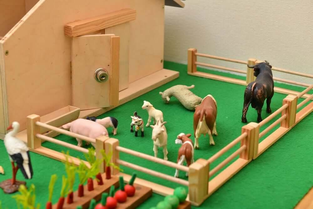 giocattoli a forma di animali fattoria