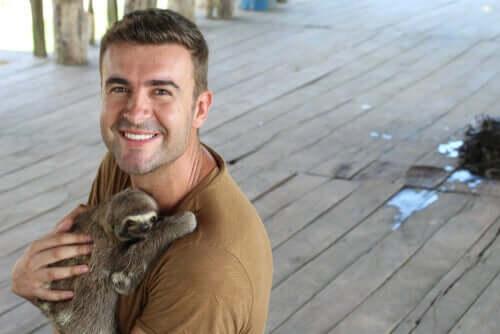 I selfie con i bradipi stanno distruggendo questa specie