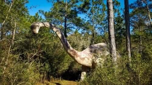 dinosauro erbivoro in un bosco