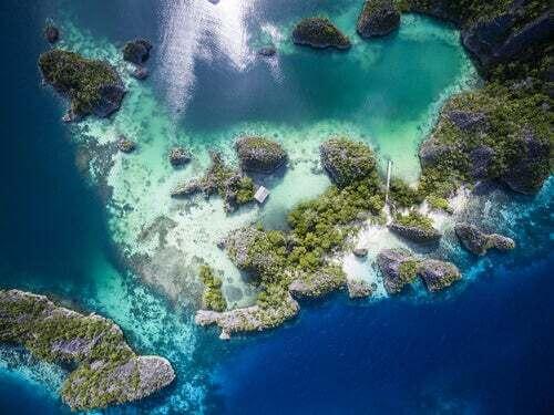 Veduta aerea dei coralli di Raja Ampat.
