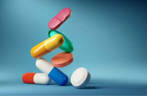 Pillole e capsule medicinali.